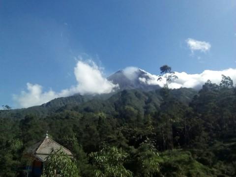 Erupsi Gunung Merapi Sebabkan Hujan Abu Tipis