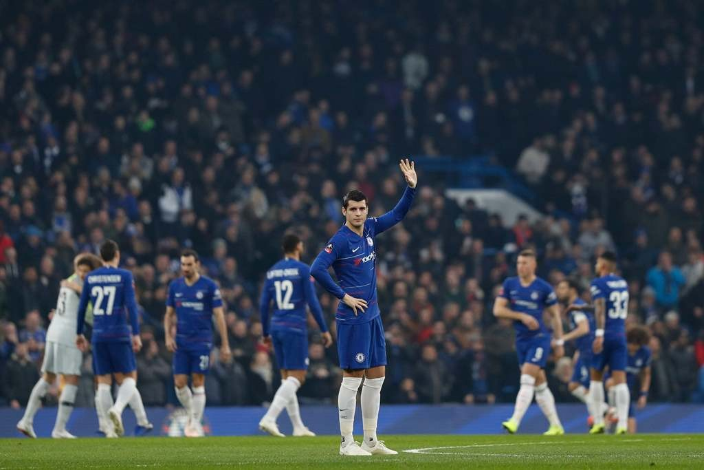 Alvaro Morata merayakan kemenangan Chelsea atas Nottingham Forest pada putaran tiga Piala FA 2018--2019. (Foto: Adrian DENNIS / AFP)