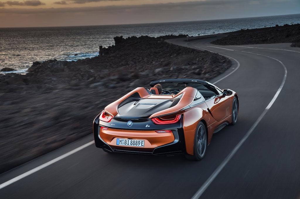 BMW i8 merupakan sportcar dengan teknologi hybrid. BMW