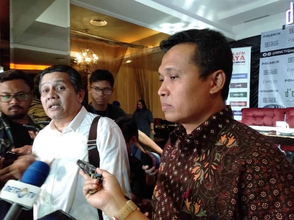 Juru bicara Satgas Antimafia Bola, Kombes Syahar Diantono (kanan) (Medcom.id/Sunnaholomi Halakirspen)