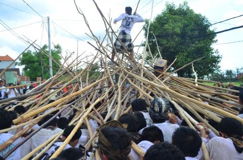 Keunikan Tradisi Mekotek di Badung Bali