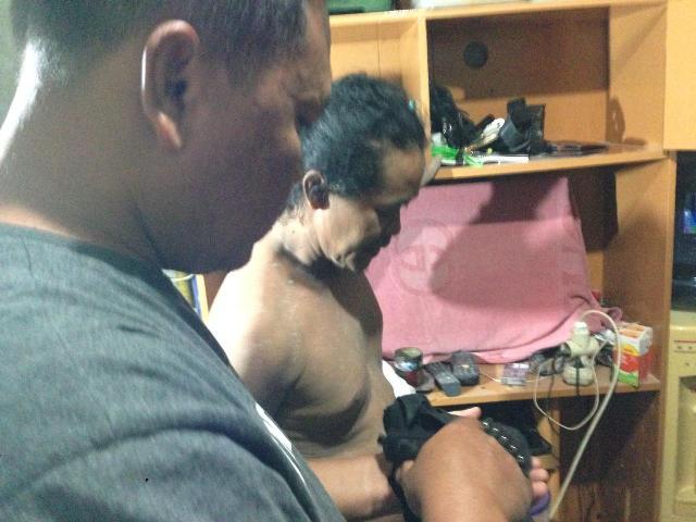 Polisi menangkap warga Kebon Jeruk, Jakarta Barat, yang memiliki senjata airsoft gun tanpa surat resmi--Foto:Istimewa