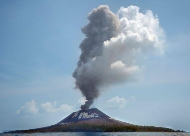 Ilustrasi. Gunung Anak Krakatu. Foto: BNPB