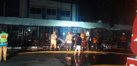 Puluhan Kios Terbakar, Mobil dan Uang Tunai Rp10 Juta Hangus