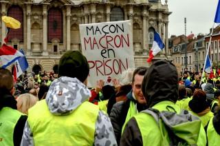 Macron Kecam Kekerasan Ekstrem Demonstran Rompi Kuning