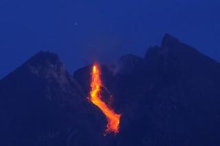 Gunung Merapi Kembali Luncurkan Lava Pijar