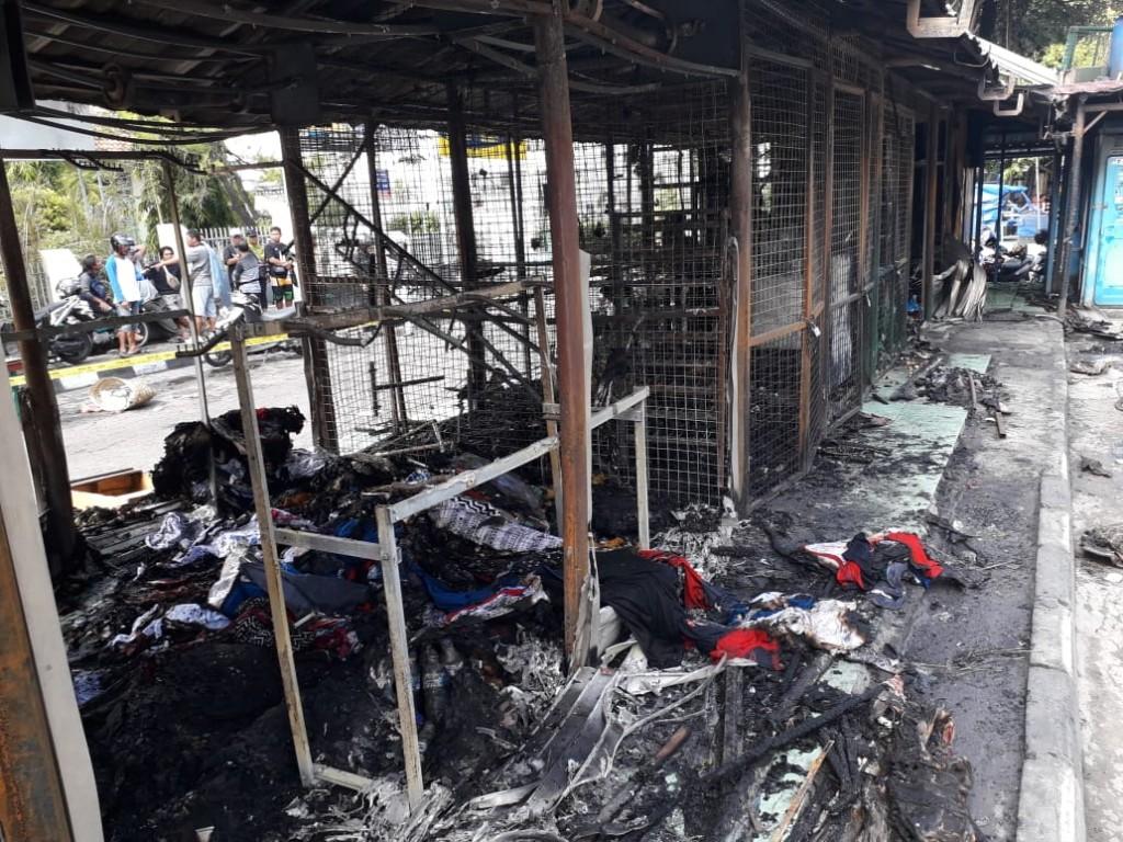 Kondisi kios di Taman Parkir Panembahan Senopati Kota Yogyakarta yang terbakar Minggu malam, 6 Januari 2019. Medcom.id-Ahmad Mustaqim.