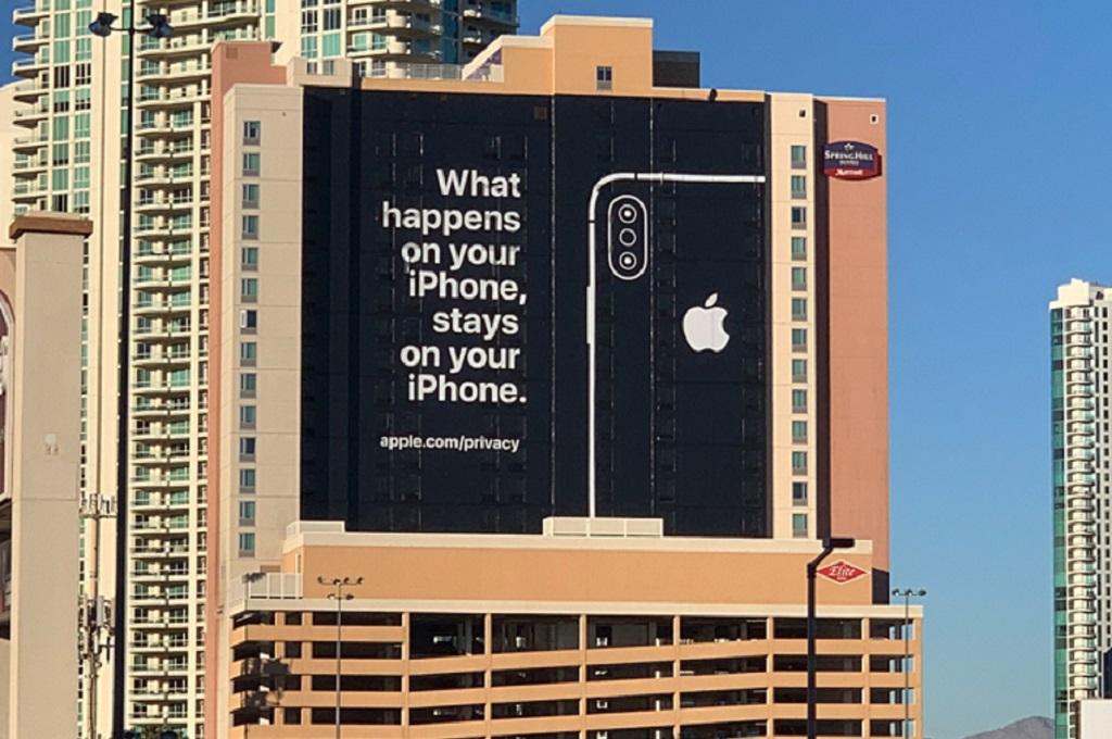 Apple menampilkan billboard dengan slogan khas Las Vegas di area penyelenggaraan CES 2019.