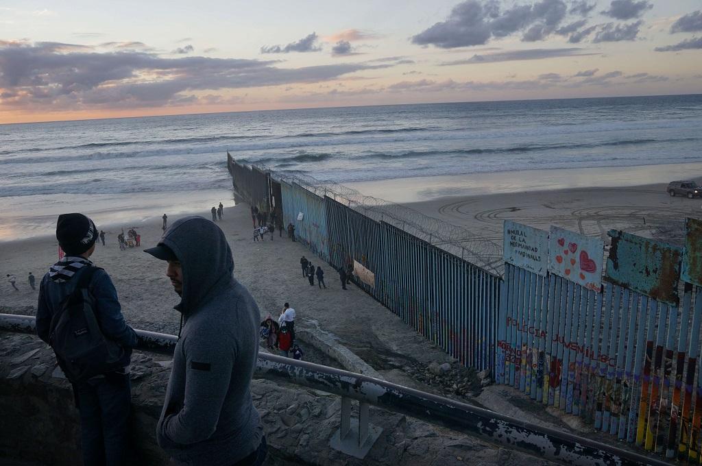 Pagar pembatas di perbatasan AS-Meksiko di Las Playas, Tijuana, 6 Januari 2019. (Foto: AFP/Getty/Sandy Huffaker)