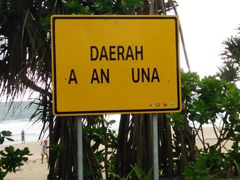 Rambu-rambu peringatan tsunami di Pantai Malang yang dirusak. (Foto: Istimewa)