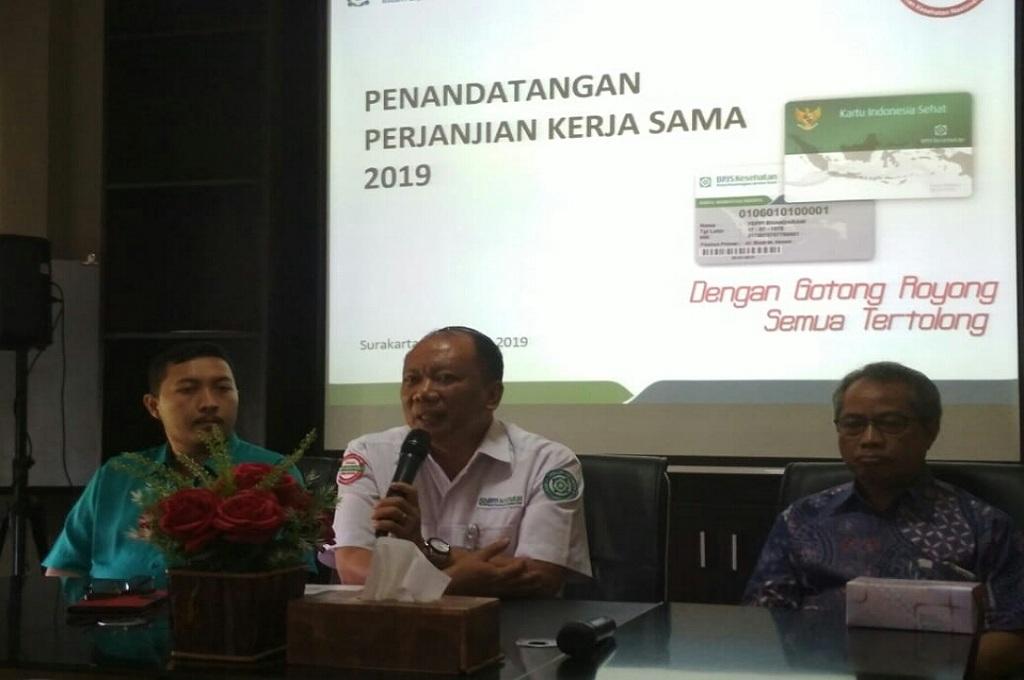 Kepala BPJS Surakarta Agus Purwono dalam penandatangan kembali perjanjian kerjasama BPJS Kesehatan dengan rumah sakit, Medcom.id - Pythag