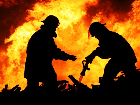 16 Kios Pasar Eviles Penjaring Terbakar