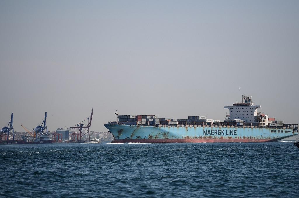 Sebuah kapal kargo berada di Sungai Bosphorus dalam perjalanan menuju Laut Hitam, Turki, 26 April 2018. (Foto: OZAN KOSE)