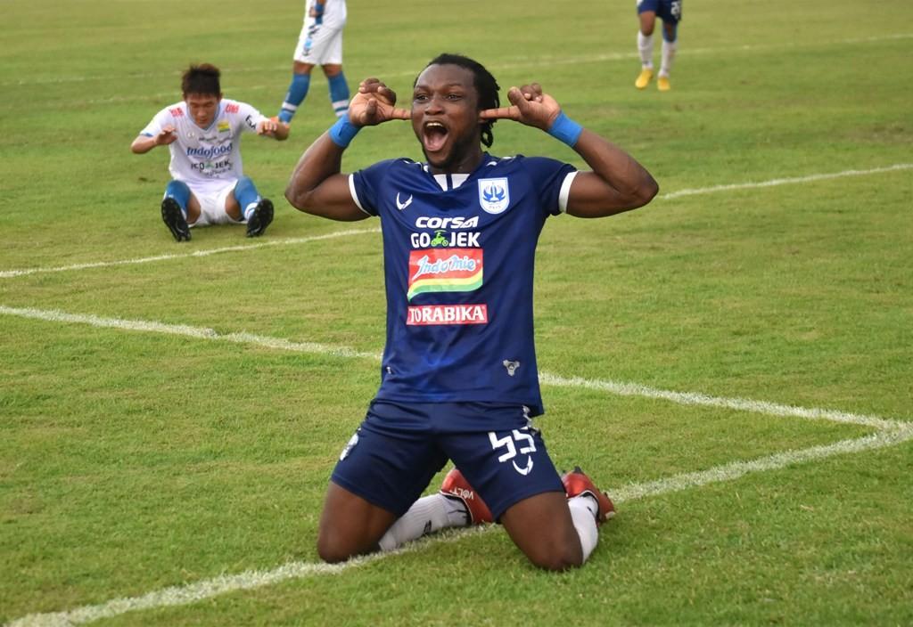 Selebrasi go Ibrahim Conteh saat PSIS Semarang berhadapan dengan Persib Bandung di Liga 1 2018 (Foto: ANTARA FOTO/Aditya Pradana Putra)