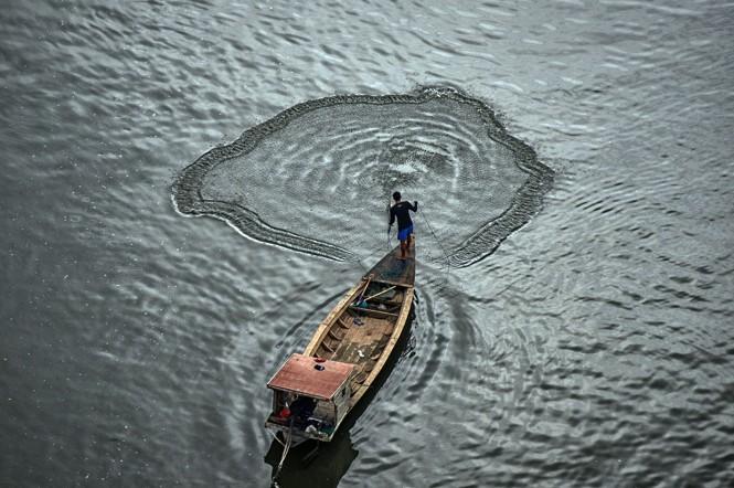 Kodam III Siliwangi, Polda Jawa Barat, serta pegiat lingkungan turut dikerahkan untuk merevitalisasi Citarum. Sungai dengan panjang 297 kilometer itu memiliki tiga permasalahan yang akut, yaitu limbah, sampah, dan banjir.