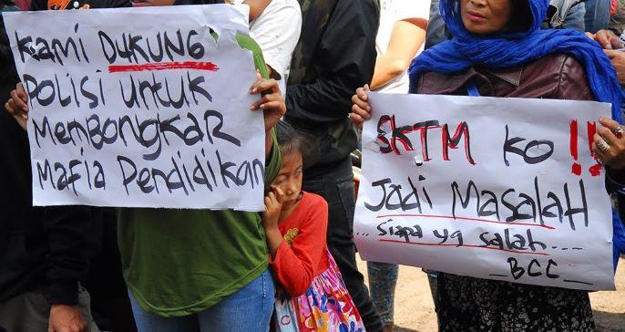 Masyarakat melakukan demo atas penyalahgunaan SKTM, ANT/Agus Bebeng.