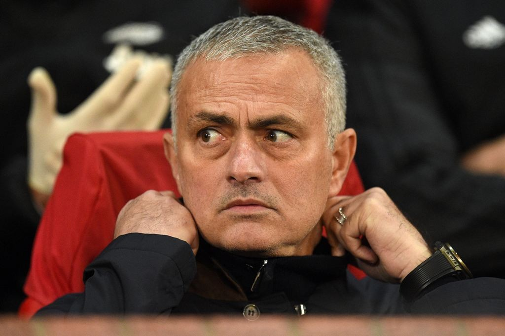 Jose Mourinho dan Fellaini (AFP/OLI SCARFF)