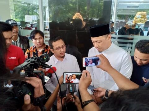 Isyarat Genggaman Erat Arifin Ilham