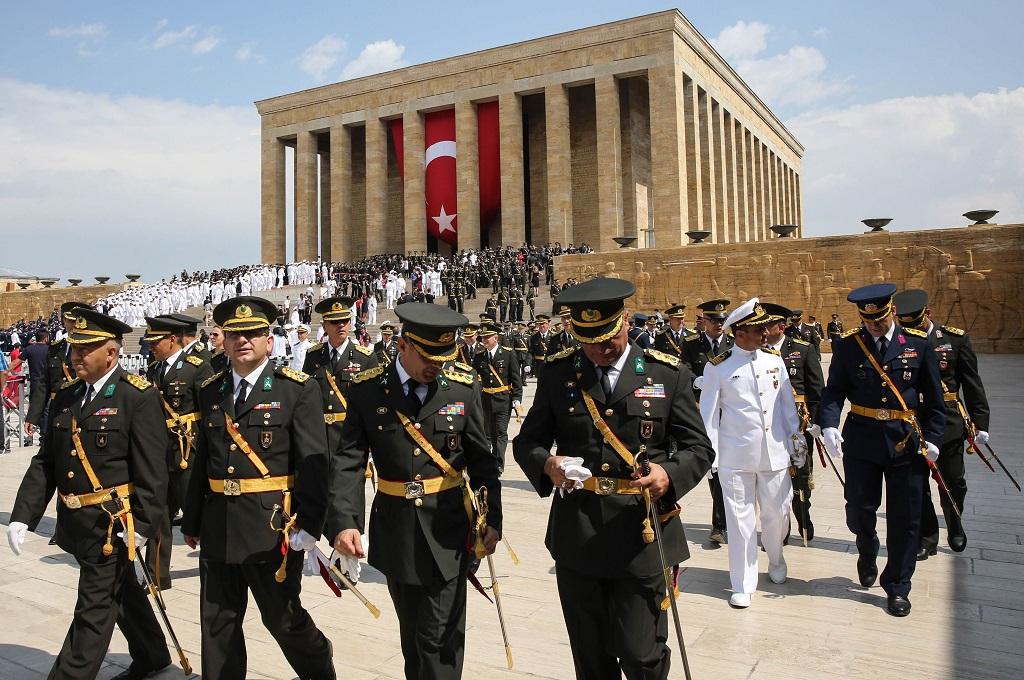 Prajurit Turki ikut serta dalam peringatan Hari Kemenangan di monumen Mustafa Kemal Ataturk di Ankara, 30 Agustus 2018. (Foto: AFP/ADEM ALTAN)