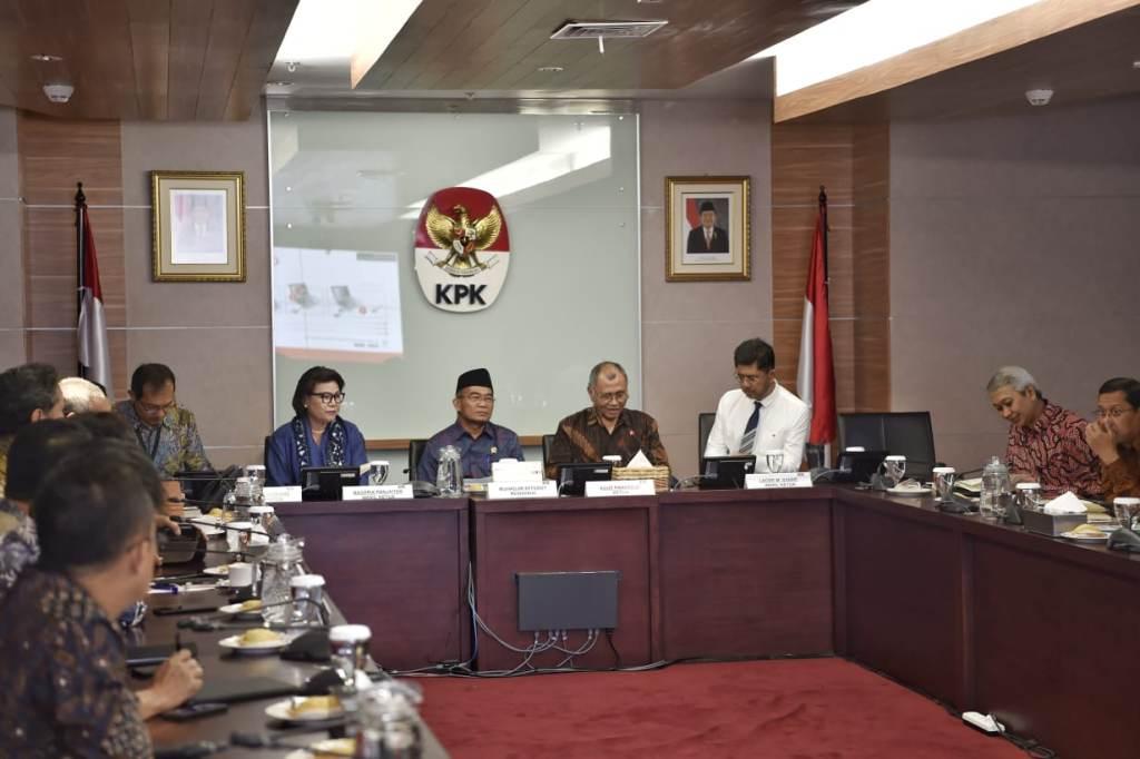 Ketua KPK, Agus Rahardjo (kedua dari kanan) saat menerima Mendikbud, Muhadjir Effendy (tengah) di Kantor KPK, Kemendikbud/BKLM.