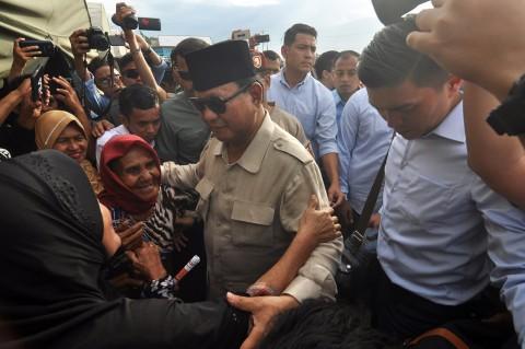 Prabowo Kunjungi Korban Gempa Tsunami Sulteng