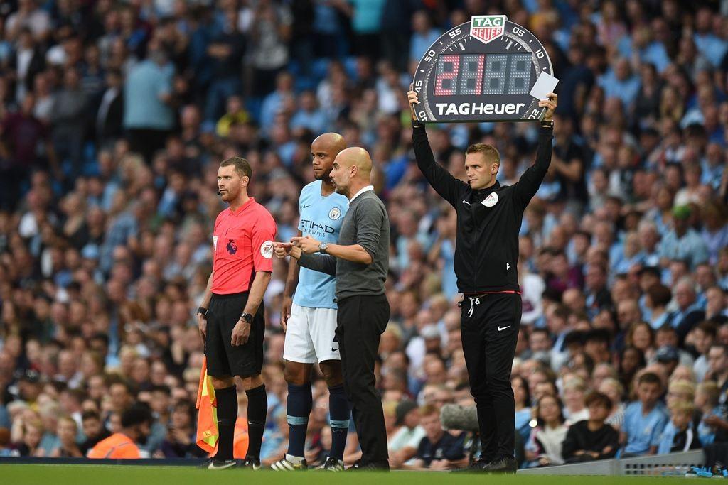 Vincent Kompany dan Pep Guardiola (AFP/OLI SCARFF)