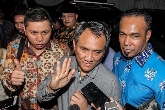 Wakil Sekjen Partai Demokrat Andi Arief (tengah). Foto: Antara/Muhammad Adimaja.