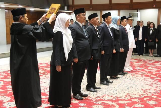 Tujuh pejabat baru Pemprov DKI diambil sumpah di Balai Kota. Foto: Ist.