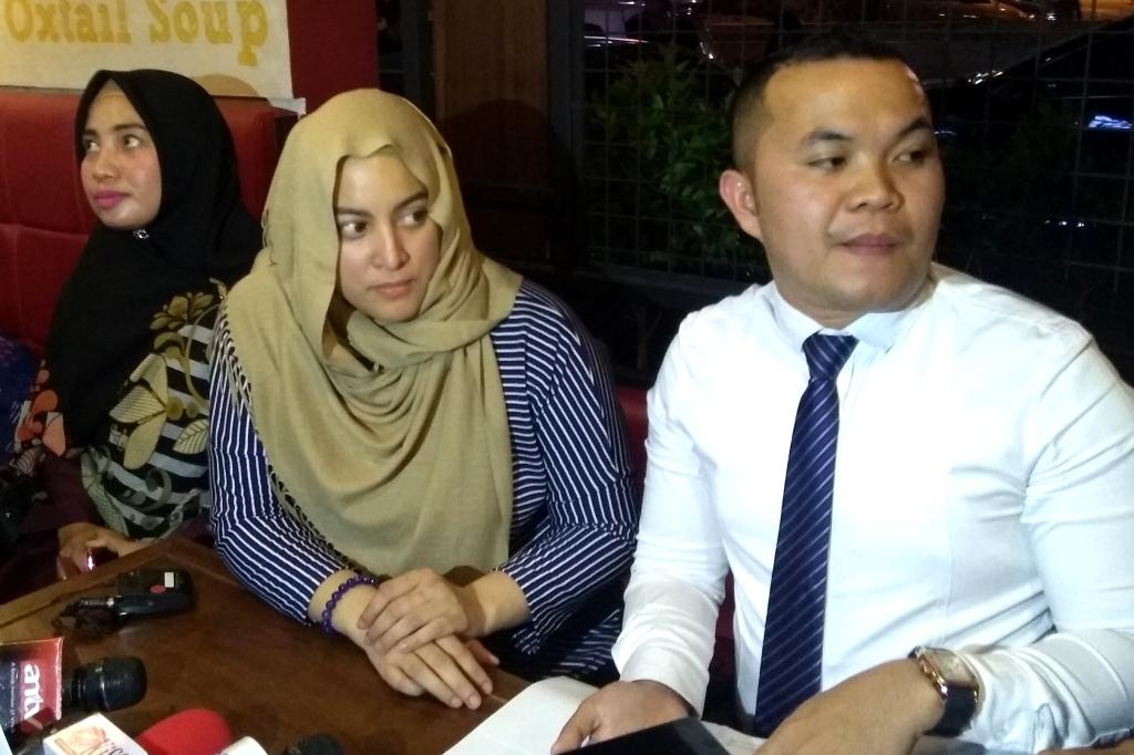Jane Shalimar (kiri) dan Zakir Rasyidin (kanan) dalam jumpa pers di Kalibata, Jakarta Selatan, Senin 7 Januari 2018 (Foto: Medcom.id/Purba Wirastama)