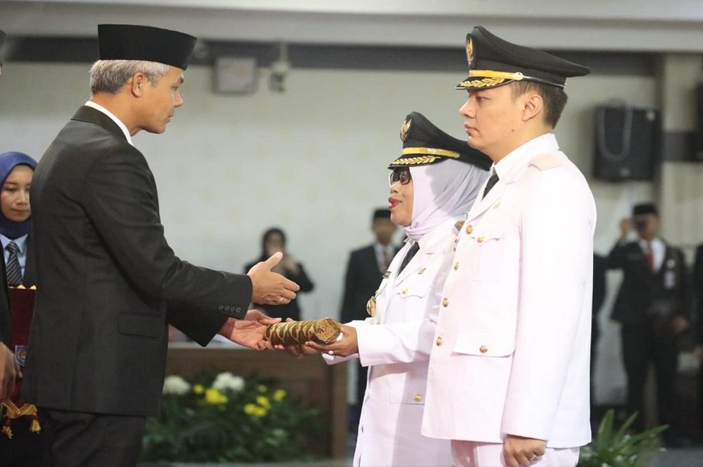 Gubernur Jateng Ganjar Pranowo melantik Bupati dan Wakil Bupati Tegal, Medcom.id - Kuntoro