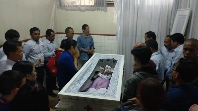 Jenazah Andriana Yubelia Noven, 18, siswi korban penusukan di Bogor tiba di Rumah Sakit Santo Borromeus, Bandung, Jawa Barat, Rabu, 9 Januari 2019. Nedcom.id/ Roni Kurniawan.