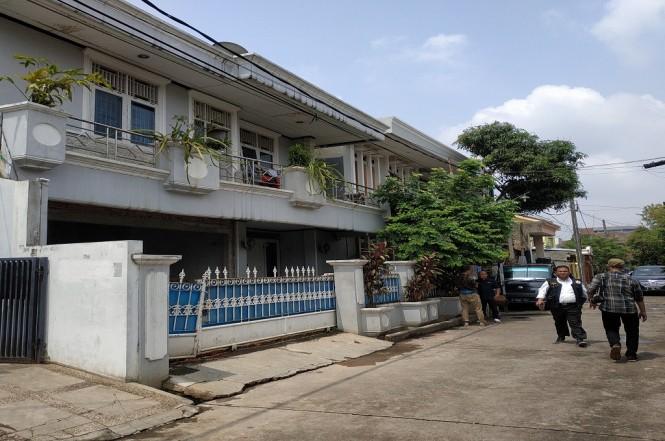 Suasana di sekitar rumah Ketua KPK setelah ditemukan benda diduga bom di Bekasi, Rabu, 9 Januari 2019, Medcom.id - Antonio