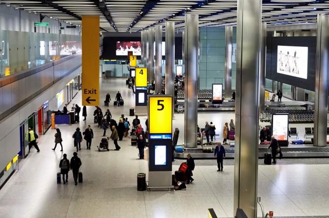 Aktivitas di Bandara Heathrow, London, Inggris, 19 Desember 2019. (Foto: AFP/POOL/NIKLAS HALLE'N)