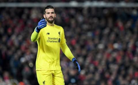 Alisson Becker tolak Chelsea demi Liverpool (AFP/Paul Ellis)