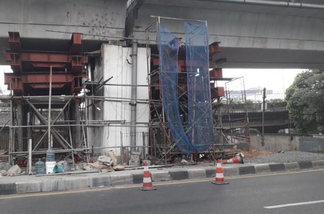 Perbaikan Flyover Cengkareng. Foto: Medcom.id/Sunnahalomi Halakrispen.