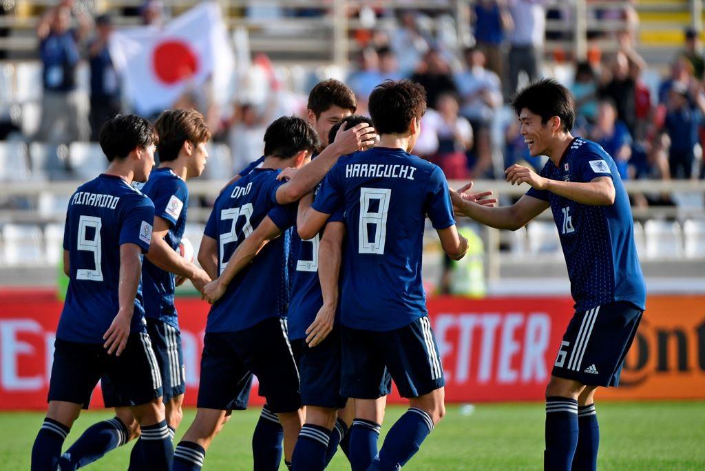 Pemain Jepang merayakan gol yang dicetak Yuya Osako (AFP/Khaled Desouki)