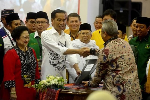Pasangan Calon Presiden dan Wakil Presiden Joko Widodo dan KH. Ma'ruf Amin saat hadir pada pendaftaran di gedung KPU. Foto: MI/Susanto