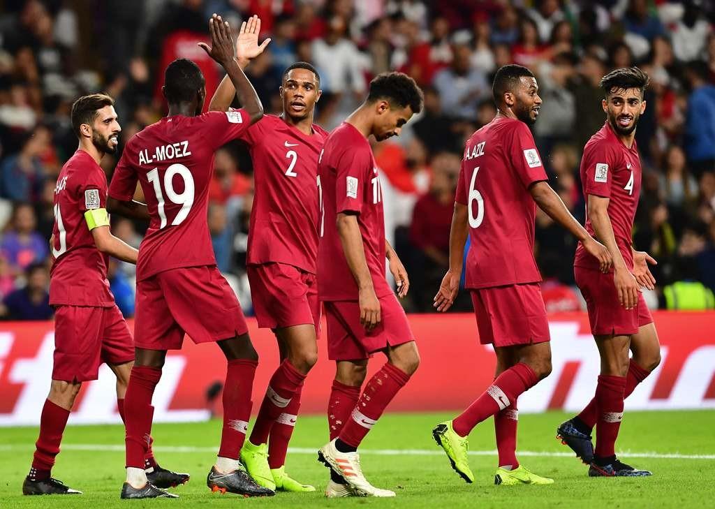 Pemain Qatar merayakan kemenangan mereka atas Lebanon di PIala Asia 2019 (AFP/Giuseppe Cacace)