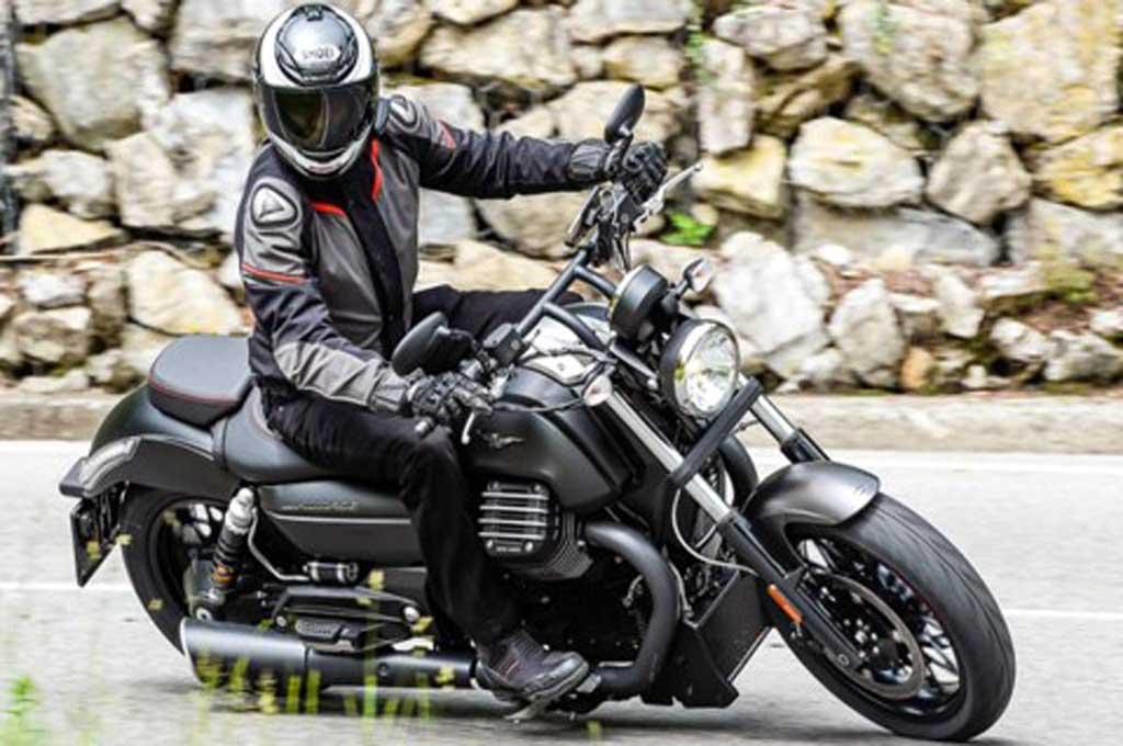 Perhatikan teknik pengereman yang aman saat hujan. Motorcycle