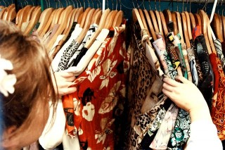 Siasati Pakaian Bekas dengan Cara Ini