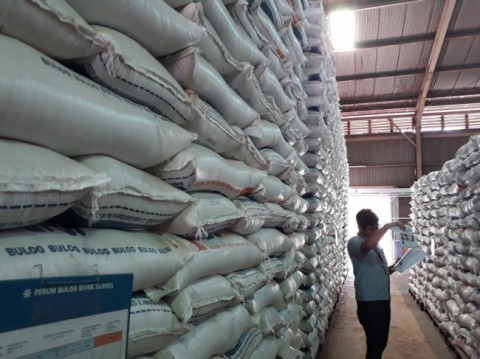 Bulog Has Enough Rice Stocks: Jokowi