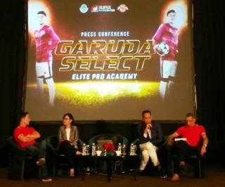 24 Pesepak Bola Muda Indonesia Berangkat ke Inggris