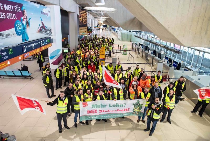 Aksi mogok kerja yang dilakukan petugas keamanan di Jerman. (Foto: AFP).