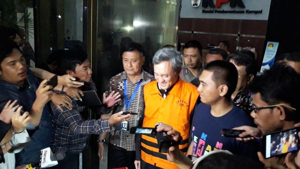 Mantan petinggi Lippo Group Eddy Sindoro menggunakan rompi tahanan KPK - Medcom.id/Achmad Zulfikar Fazli.