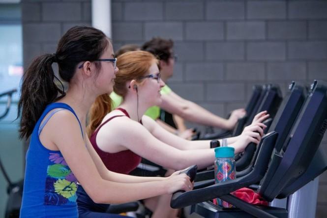 Pagi hari waktu yang tepat untuk memaksimalkan latihan. Sebab, tubuh berada dalam mode pembentukan otot yang prima. (Foto Ilustrasi: Trust Tru Katsande/unsplash.com)