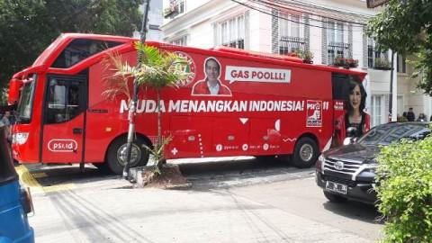 Bus yang digunakan PSI untuk Solidarity Tour.