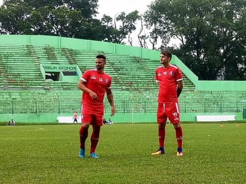 Dua pemain asing baru Arema saat latihan perdana-Medcom.id/DAVIQ
