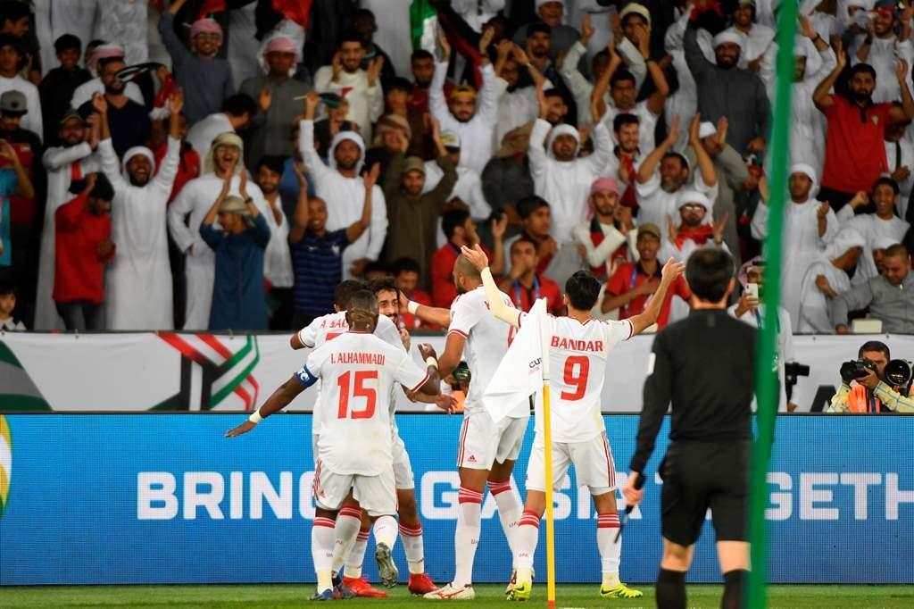 Pemain UEA merayakan kemenangan atas India (AFP/Khaled Desouki)