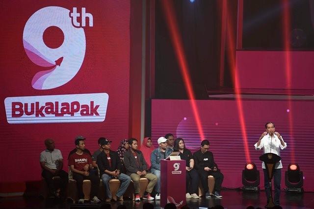 Presiden Joko Widodo menyampaikan sambutan saat menghadiri Perayaan HUT ke-9 Bukalapak di Jakarta, Kamis (10/1/2019). Antara/Puspa Perwitasari