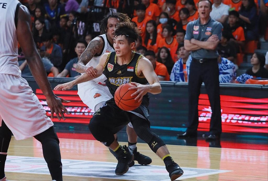 Aksi salah satu pemain CLS Knights saat tampil di Asian Basketball League (Istimewa)